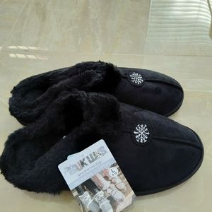 Muk Luks women's black slipper size 9-10